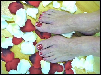 feet1 $30 for a mani pedi and eyebrow waxing at Black Tie Salon and Day Spa ($82 value)