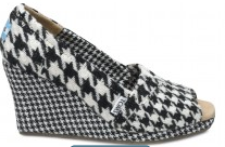 2011 11 27 10.43.55 pm Toms FREE Shipping W/$65 Purchase Until 11/28