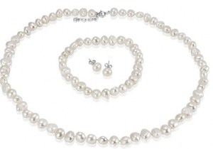 freshwater pearl set deal 300x210 Freshwater Pearl Necklace, Bracelet & Earrings   $9.95 shipped